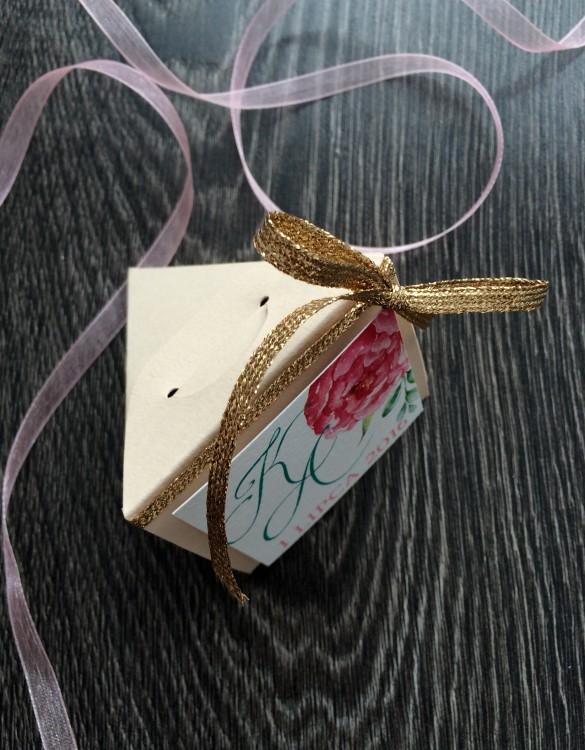 Cukrowy Butik_Papierowe Piwonie_podziękowanie dla gości piramidka